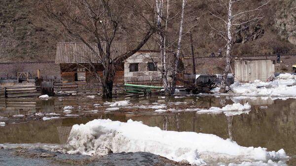 Затопленные дачные участки у города Абаза в Хакасии