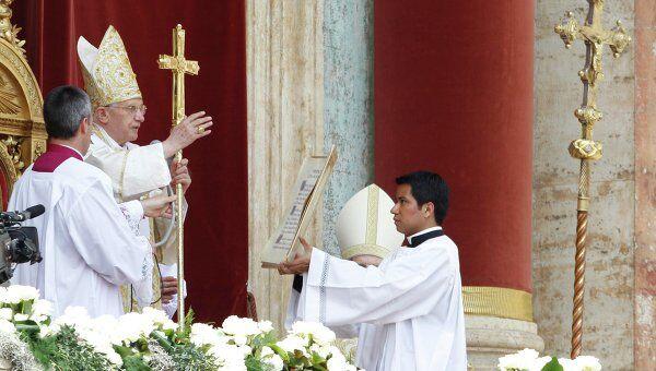 Папа Римский обращается к верующим в Ватикане