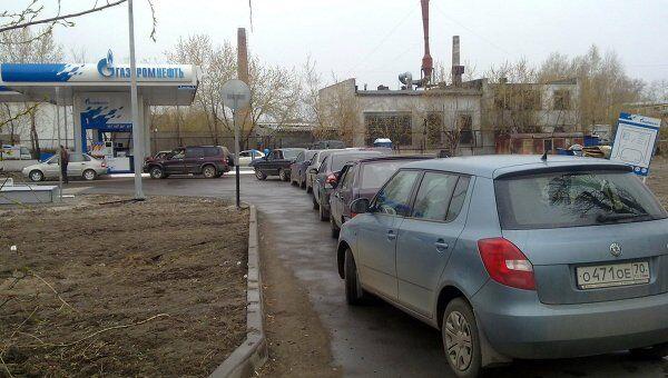 Очереди выстроились за бензином на томских АЗС в среду