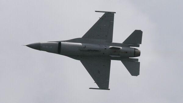 Истребитель F-16. Архив