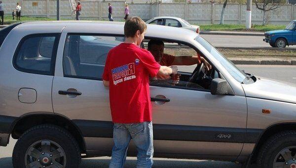 Раздача Георгиевских ленточек в Курске