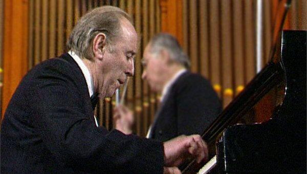 Крайнев исполняет концерт для фортепиано с оркестром Шостаковича. 1993 год