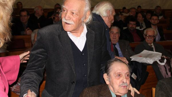Манолис Глезос (слева) и Апостолос Сантас, сорвавшие в 1941 году нацистский флаг с Акрополя