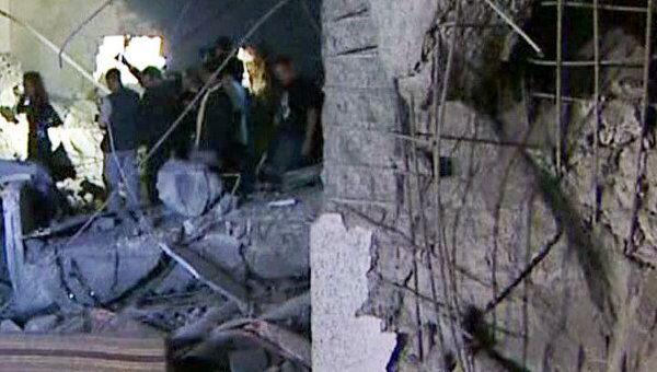 Журналистам показали, где бомба убила младшего сына Каддафи