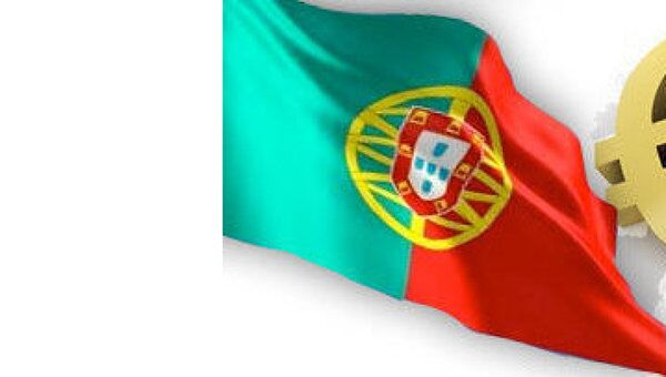 Флаг Португалии и Евро. Архивное фото