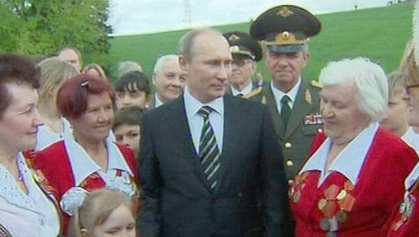 Путин с ветеранами и школьниками почтил память защитников Сталинграда