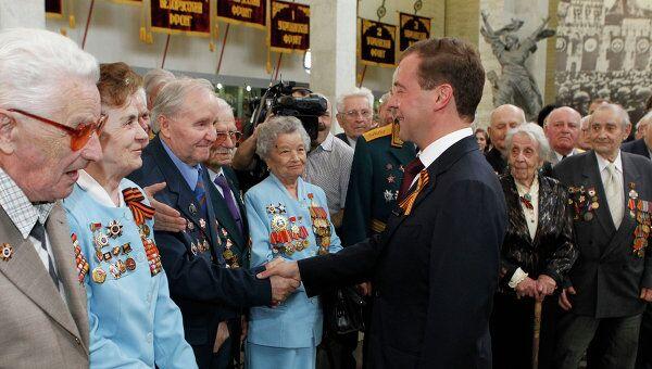 Д.Медведев открыл зал Знамя Победы в Центральном музее Вооруженных сил РФ