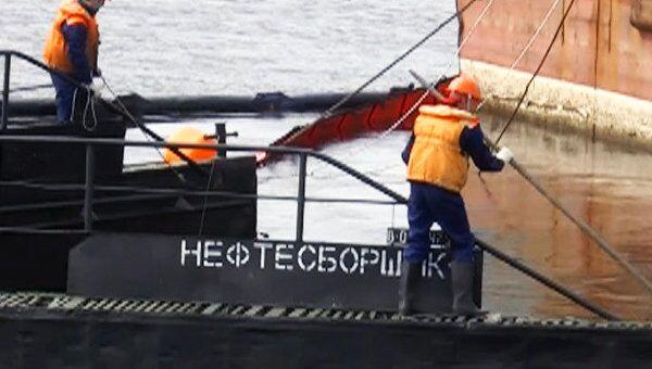 Ярославские спасатели во время учений спасли Волгу от нефтепродуктов