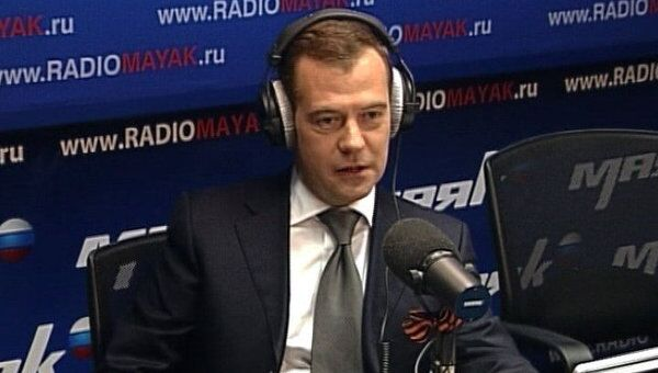 Президент попробовал себя в роли ведущего ток-шоу на радио Маяк