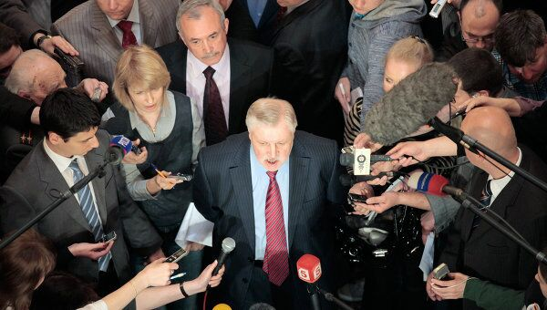 Сергей Миронов (в центре). Архив