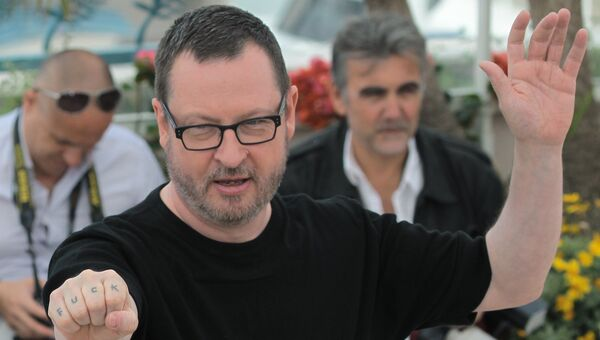 Режиссер Ларс фон Триер позирует фотографам во время фотосессии на 64-м Каннском кинофестивале. Архивное фото
