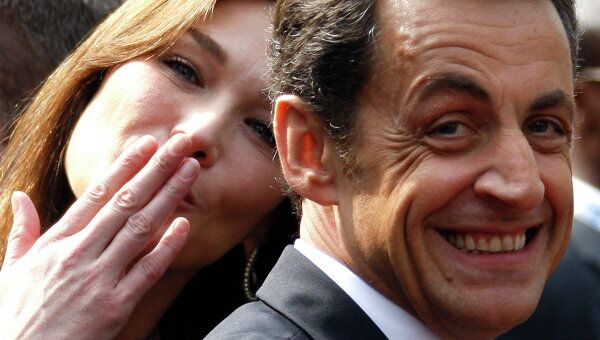 Николя Саркози с супругой Карлой Бруни-Саркози. Архив