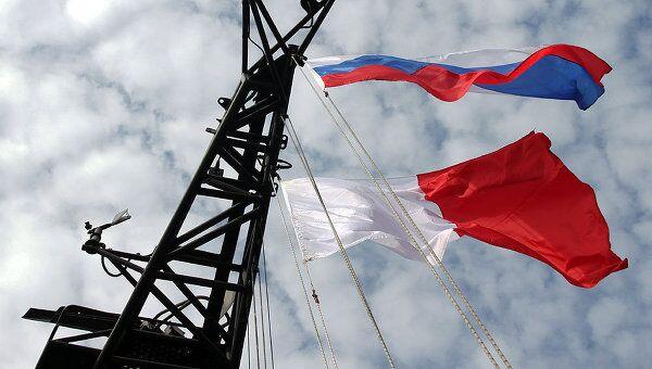Флаги России и Индонезии. Архивное фото