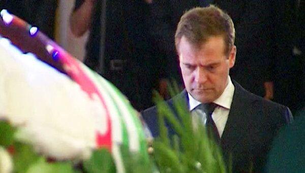 Медведев простился с президентом Абхазии Сергеем Багапшем
