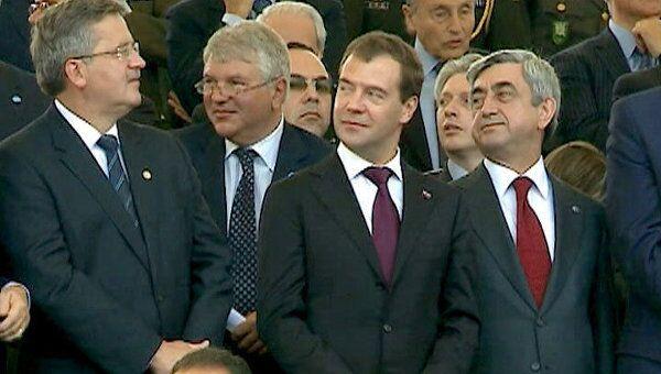Медведев привез на военный парад в Рим знаменосцев из России