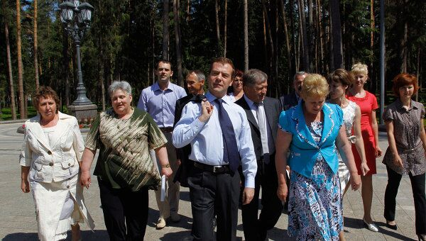 Д.Медведев встречается с жителями села Ненашево Тульской области