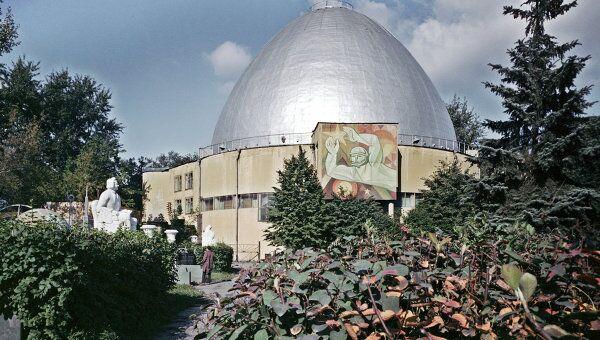 Здание планетария в Москве. Архив