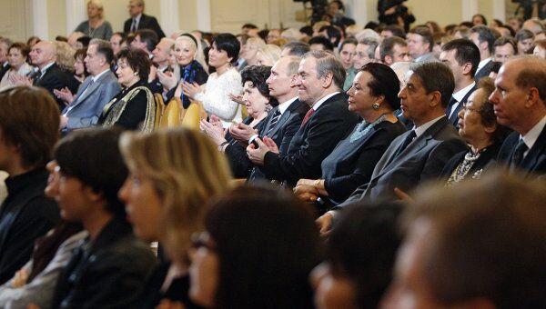 Гости и члены жюри на церемонии открытия ХIV  Международного конкурса имени П.И.Чайковского. Архив