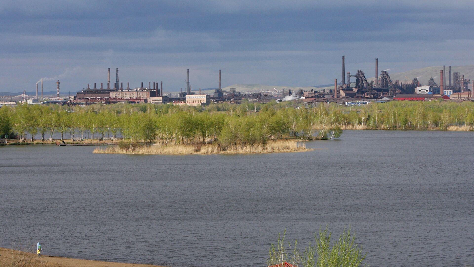 Прокуратура Перми выяснит причину окрашивания рек в зеленый цвет