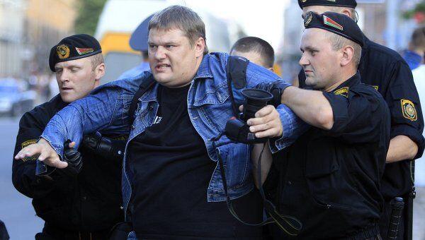 Милиция задерживает участников несанкционированной акции в Минске