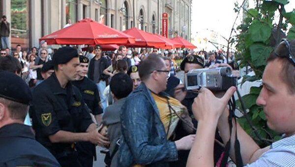 Минские милиционеры задерживали участников аплодирующей акции протеста