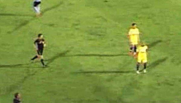 Расистская выходка болельщика в адрес чемпиона мира по футболу Роберто Карлоса