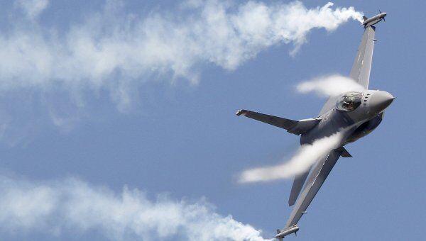 Истребитель F16. Архивное фото