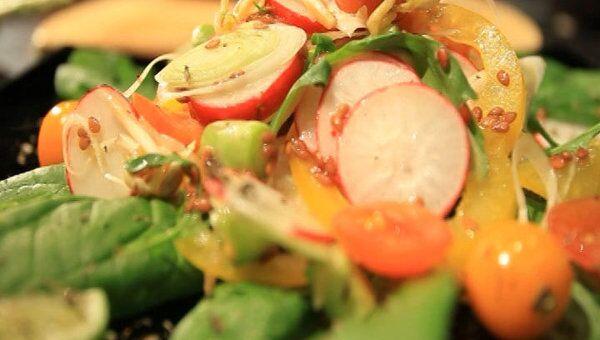 Салат красоты с проростками льна и сои. Видеорецепт