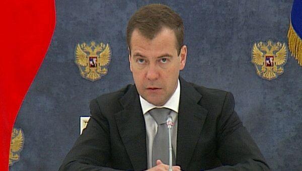 Медведев рассказал, как изменятся пенсии и социальные пособия в 2012 году
