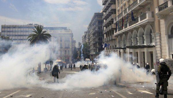 Массовые демонстрации против новых мер по сокращению расходов в Греции в Афинах