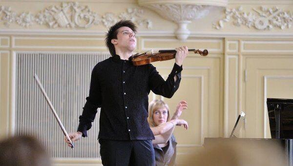 Сергей Догадин, получивший серебряную медаль Международного конкурса имени Чайковского по специальности Скрипка