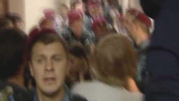 Депутаты подрались с милиционерами во время заседания суда в Киеве