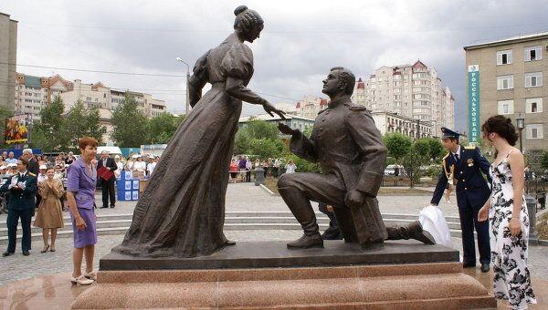 Открытие сквера любви и верности и памятника влюбленным в Чите.