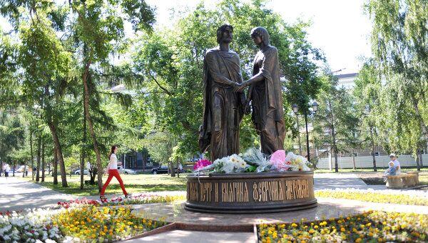 Открытие памятника Святым благоверным Петру и Февронии Муромским в Омске. Архив