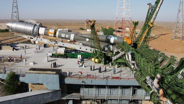 Вывоз ракеты Союз-2.1а на стартовый комплекс Байконура. Архив