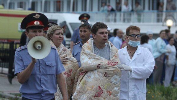 Теплоход Арабелла доставил в порт Казани 76 пострадавших