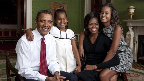 Президент США Барак Обама с женой Мишель и дочерьми Сашей и Малией. Архивное фото
