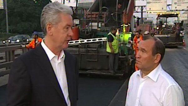 Собянин проверил ход ремонта дорог и поручил закончить его к 25 августа