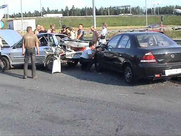 На Колтушском шоссе в километре от Петербурга под развязкой