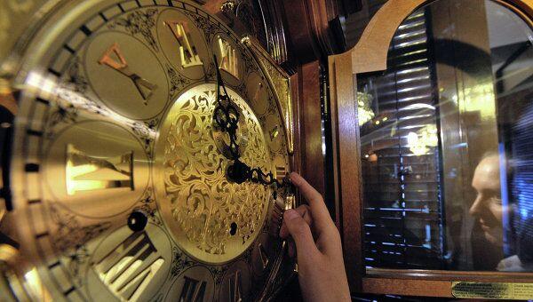 Перевод часов в связи с переходом на зимнее время. Архив