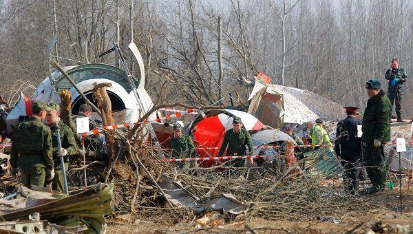 На месте авиакатастрофы под Смоленском. Архив
