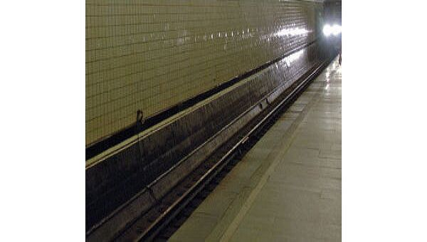 Рельсы в метро. Архив
