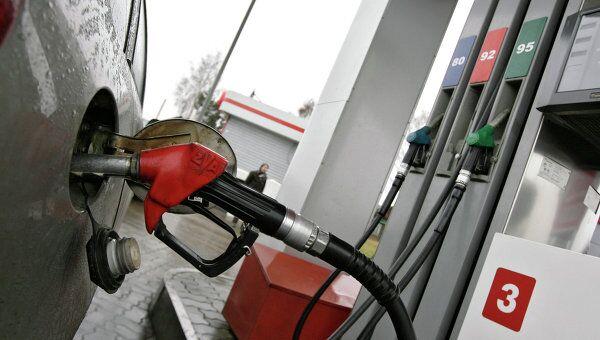 Цены на бензин в РФ в декабре снизились на 0,3%