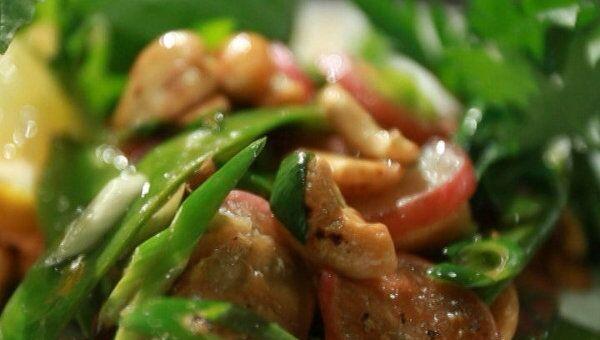 Вегетарианская паста и теплый салат с горохом. Видеорецепт