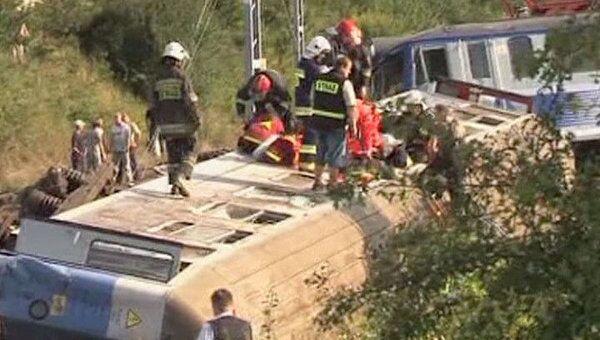Пассажирский поезд сошел с рельсов в Польше. Видео с места аварии