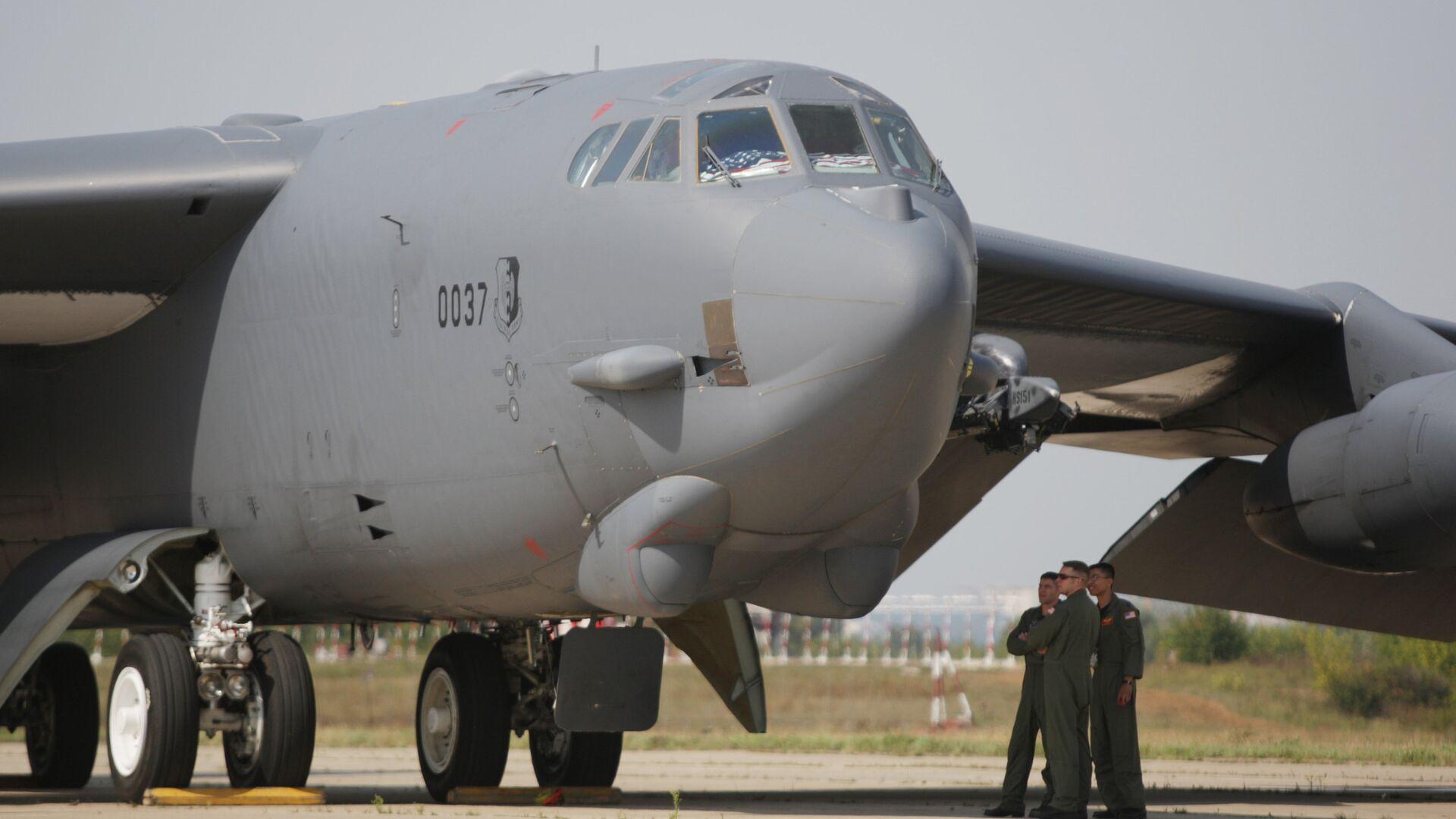 Прилет бомбардировщика Б-52 на авиасалон МАКС-2011 - РИА Новости, 1920, 17.01.2021