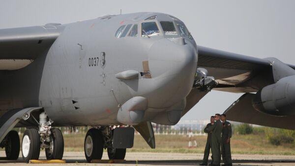Прилет бомбардировщика Б-52 на авиасалон МАКС-2011