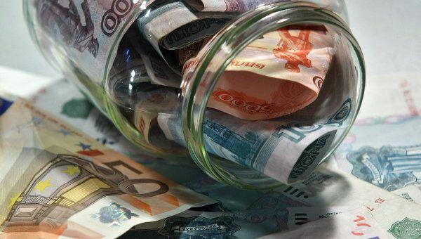 Курс рубля к доллару может подрасти в начале дня, считают эксперты