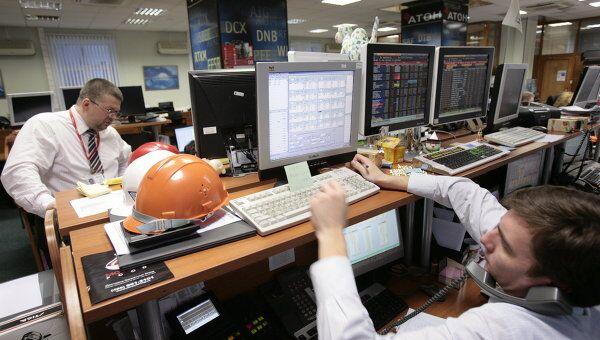 Рынок акций РФ в начале дня продолжил обновлять 4-месячные минимумы