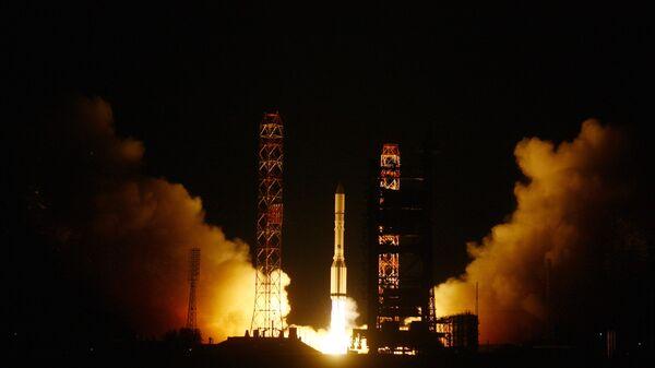 Пуск ракеты Протон-М с российским спутником Экспресс АМ-4